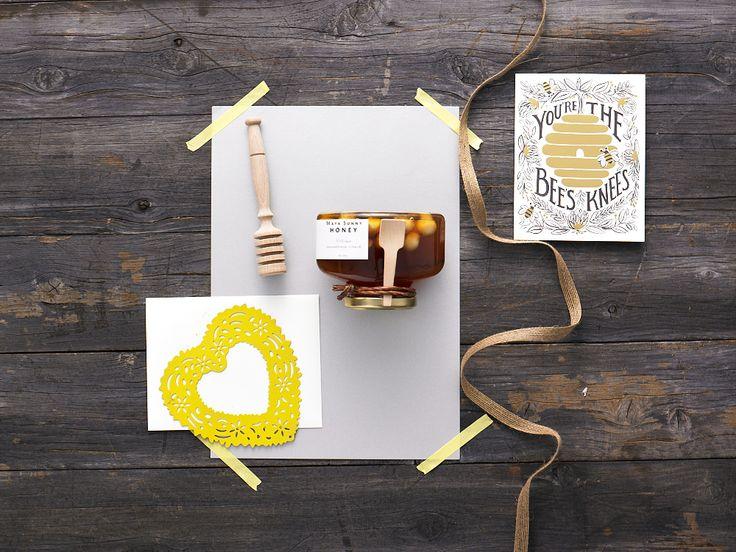 You're The Bees Knees - Maya Sunny Honey 100% raw honey with Macadamia nuts 300g (made in Australia) Beechwood honey dipper