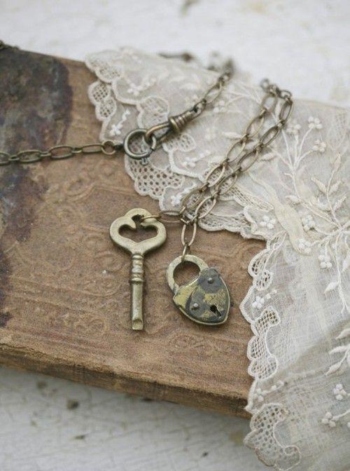 .Vintage Keys, Old Keys, Wall Decor, Heart, French Bulldogs, Vintage Lace, Lock, Skeletons Keys, Vintage Valentine