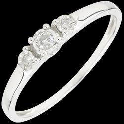 Anello Trilogy Prima stella   http://matrimonio.edenly.com/trilogy-matrimonio/anello-trilogy-prima-stella,1746,1005.html #edenly #regali #matrimonio #diamanti diamante #gioiello  #gioielli  #oro #solitari #trilogy #promo