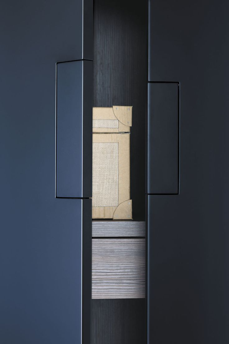 Armoire de chambre contemporaine / en bois laqué / à porte coulissante / sur mesure - - LEMA Home