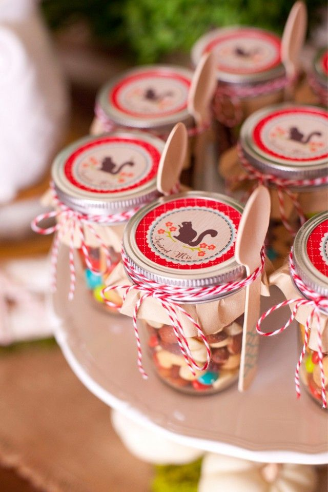 Adorable Squirrel Trail Mix for a woodland themed kids' party #stylishkidsparties