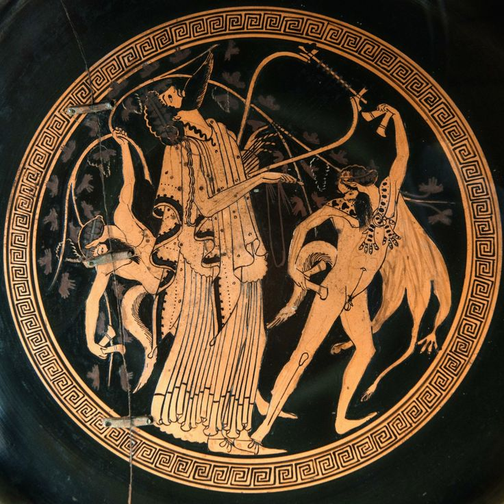 Dionysus is playing a lyre, two satyrs are dancing and beating the rhythm with their krotala. Attic red-figured kylix, attributed to Brigos Painter. 500-450 BCE.