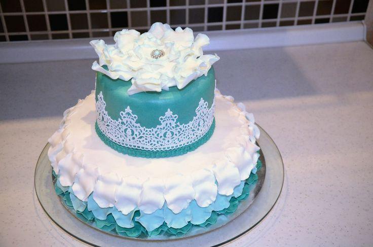 Тортик с стиле минимализм #торт_на_заказ_киев #день_рождения #бисквитный_торт