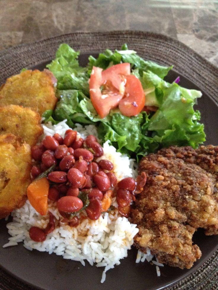 Frijoles, bacalaito, arroz, OH MY! Comida boricua :)