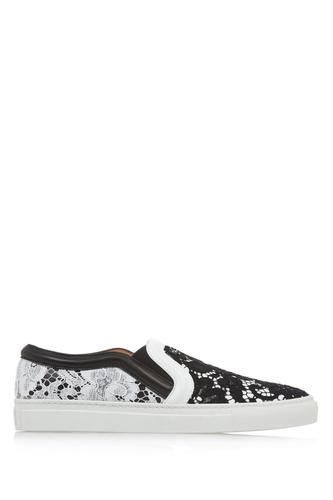 Skate shoes in black and white leather with contrasting lace #slipons #offduty #covetme #givenchy