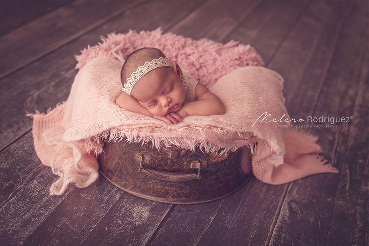 Olivia <3 Con sus 12 días vino a nuestra Newborn Posing Class Gracias Natalia Ayala por ser parte y prestarnos a esta belleza por un ratito! melero rodriguez newborn photography © 2016 #workshopfotografianewborn #melerorodriguez #newbornphotography