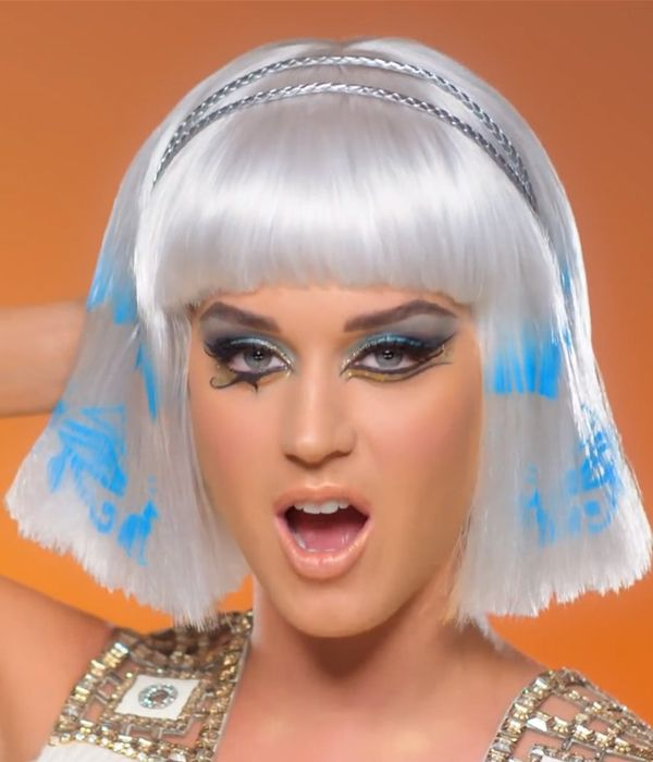 Katy Perry Dark Horse beauty look 1 Youve gotta see these amazing beauty looks from Katy Perrys latest video (plus, the exact products shes ...