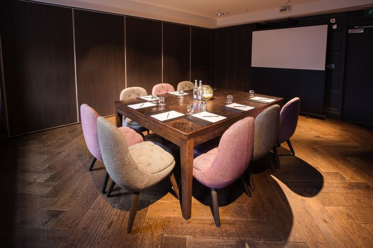 Maintaining firm links to the historical past of Blythswood Square, the private dining and events suites are the most stylish areas to hire for your corporate conference, meeting or other event in Glasgow.