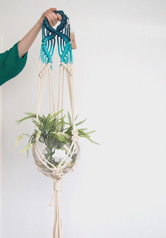 Blaue Makramee Pflanze Kleiderbügel, gefärbte Pflanze Aufhänger, Topflappen Pflanze, Pflanze hängenden Korb, Seil Topf Übertopf, indoor Pflanzer, Terrarium-Halter