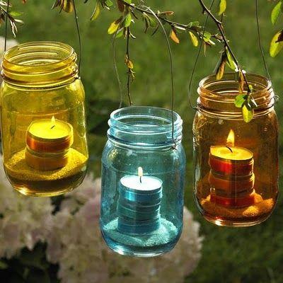 frascos de colores, o bien los puedes pintar con laca para vitral, unas velas, alambre para colgar...ideales para este verano