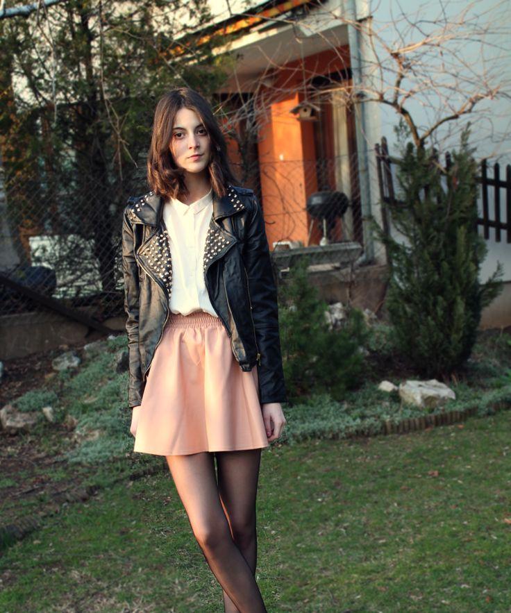 fashion: feminine yet edgy outfit