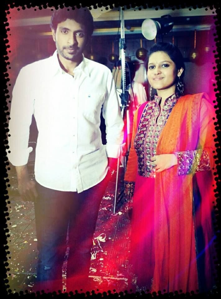 Vikram Prabhu with Emcee Monisha
