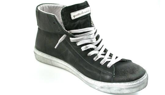 Sneakers in pelle di color nero,Pelle e camoscio morbidissima e di pregio,Lacci e cerniera laterale, Suola di colore bianco sporco in gomma,VINTAGE BLACK MEN | Collezione