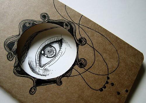 """Sketbook-esse caderno me passa uma ideia de curiosidade,pois o olho no meu esta só observando o que há do lado de fora do caderno,ou seja, ele está vendo """"o mundo a fora""""."""