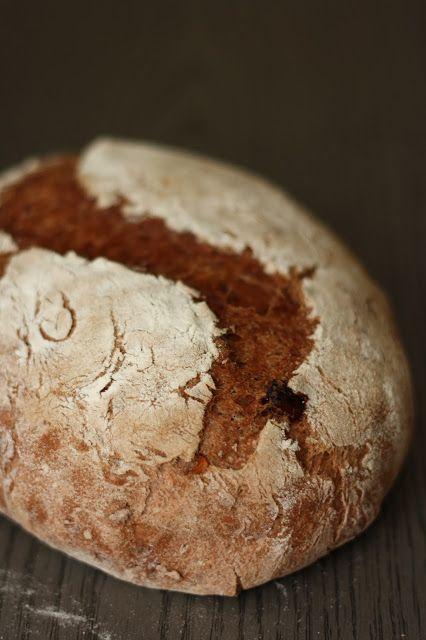 Kakaós kenyér dióval és aszalt áfonyával