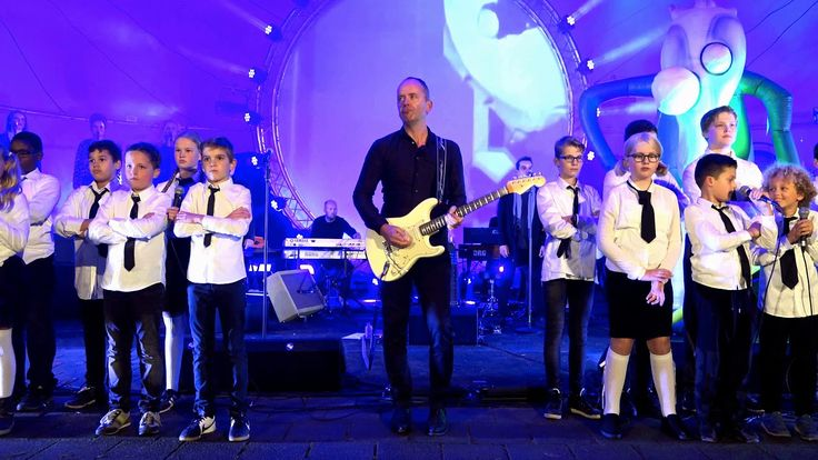 Break in the Wall (Pink Floyd) - The Kids sing in Cabrio Openluchttheate...
