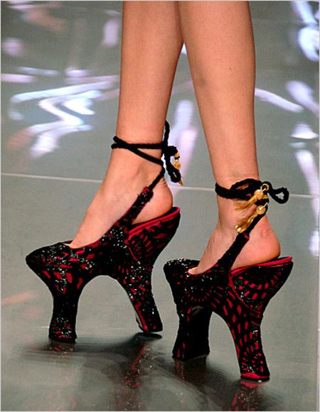Two-heeled shoes: Alexander Mcqueen, Fashion, Walks, Style, Crazy Shoes, Alexandermcqueen, Unusual Shoes, Weird Shoes, High Heels