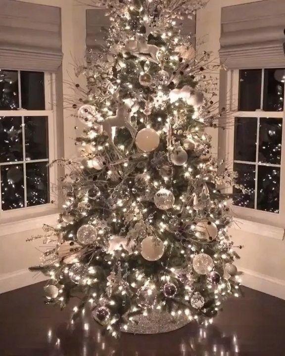 25 Beautiful Rustic Christmas Tree Decoration Ideas Christmas Decor Trends Beautiful Christmas Trees Elegant Christmas Trees