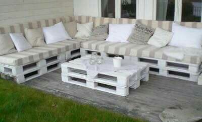 Pallet outdoor seating