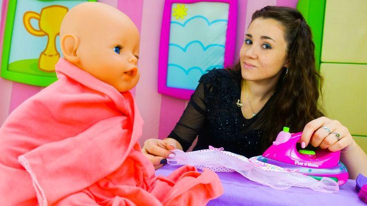Ролевые игры для детей и детские игрушки: Валя стирает одежду для Эмили ...