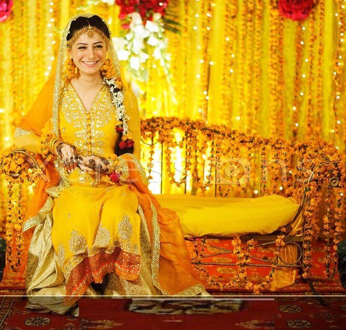 latest-bridal-mehndi-dresses-28