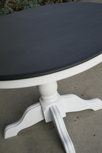 A chalkboard kitchen table - what could be more kid friendly?!