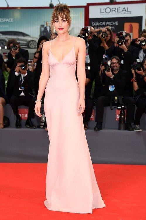 Dakota Johnson en slip dress Prada au Festival de Cannes 2015