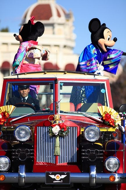 Japanese New Year's Greeting Parade 2012 in Tokyo Disney Land|和装のミッキーとミニー