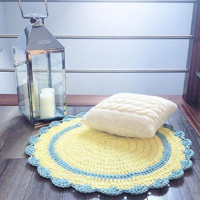 Poduszeczka  dywanik  . . #poduszka #poduchy #dywan #carpet #pillow #design #wnetrza #szydelkoisznurek #szydelko #rękodzieło #recznarobota #handmade #handmadewithlove #handmadekids #pokojdziecka #dziecko #instamatki #instadziecko #forkids #jesien #włóczka #latarenka #lampion #świece #interior #interiordesign #home #homedecor #homesweethome