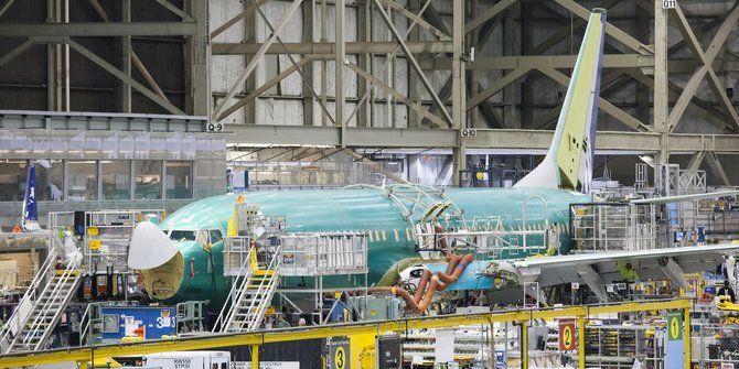 Boeing berencana merumahkan ratusan pegawai | PT Solid Gold Berjangka Cabang Lampung Pemangkasan karyawan akan berlaku pada 23 Juni dan terutama memengaruhi fasilitas produksi di negara bagian Washington, kata narasumber terkait perusahaan itu. Boeing adalah perusahaan swasta terbesar di barat laut Amerika Serikat, dengan lebih dari 70.000 pekerja. Pada awal tahun ini, Boeing mengurangi 305…