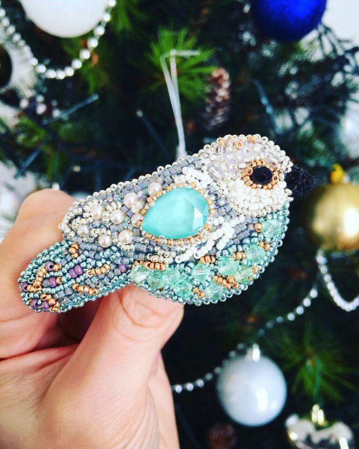 BROOCH BIRD SWAROVSKI mint green Exclusive jewelry Accessories Brooch oiseau brodée unique blue turquoise par JewelrybeadsTresors sur Etsy https://www.etsy.com/fr/listing/568487896/brooch-bird-swarovski-mint-green