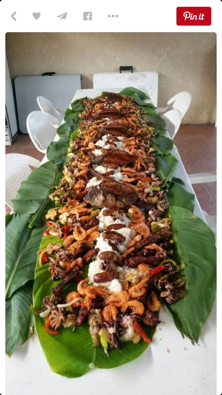 This is my family's typical very casual gathering... all you can eat... kamayan style!!