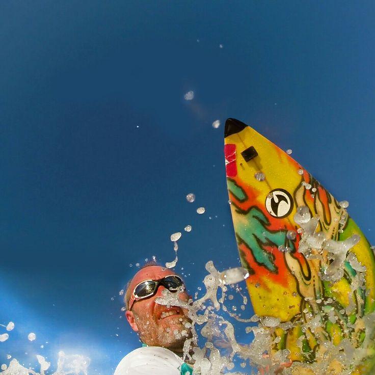 Realidad es la vision que percibimos. Para unos, el invierno es frío y anti mar. Para otros, es neoprene.   Surf-selfie en toda regla     Platja de Castelldefels en Castelldefels, Cataluña