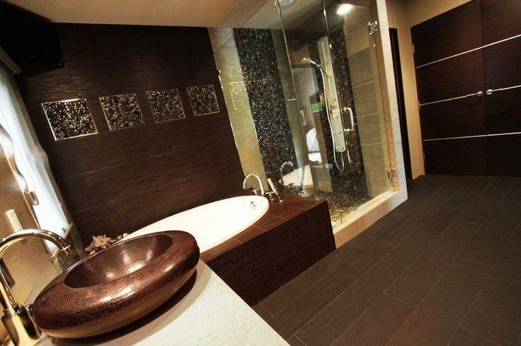 décoration salle de bain zen - vasque ronde imitation cuivre, carrelage mural et de sol imitation bois brun
