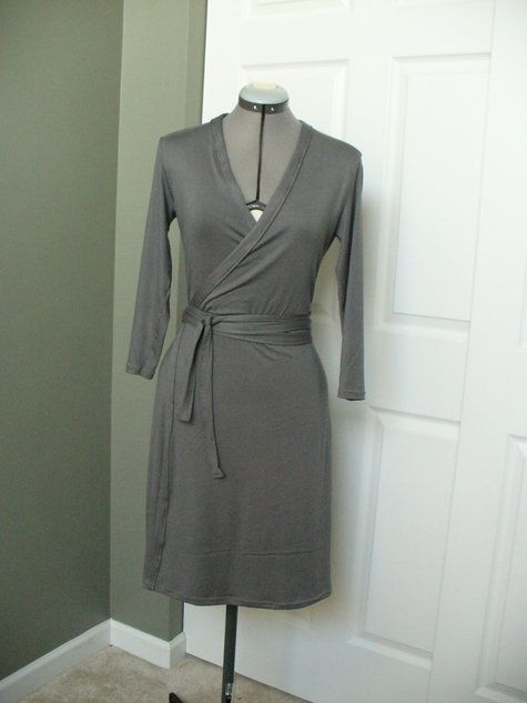 Wrap Dress ~ free pattern!! Perfect for any body shape. - wil ik wel eens proberen