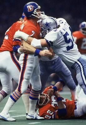 craig-morton1_display_image.jpg 276×400 pixels Randy White crashing into   Craig Morton in Super Bowl 12