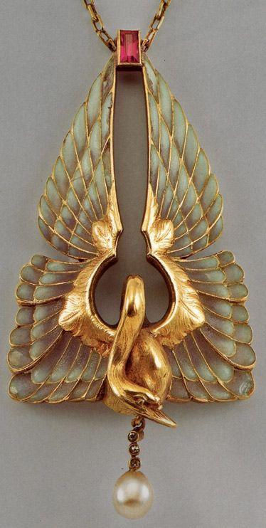 rene-lalique-pendant-374x742