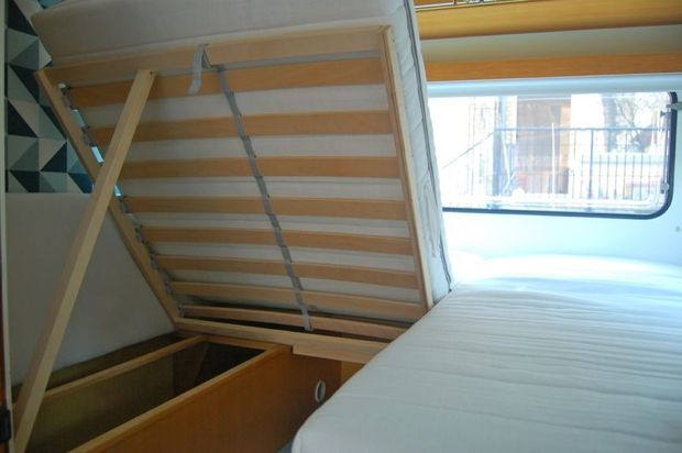 """…war so nicht gedacht, aber dringend nötig, denn der Wohnwagen hat keine Stauklappen von aussen. Statt dessen befindet sich der komplette Stauraum (neben dem Kleiderschrank) unter den Sitzbänken, die jetzt unser Bett sind. Da die Liegefläche dort nun 190 x 190 cm groß ist, mussten zwei Lattenroste und zwei Kaltschaummatratzen... <a href=""""http://www.catherinehug.de/hugo-ein-klappbett-fur-den-wohnwagen/"""">Read More →</a>"""