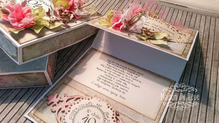 Kartki sztalugowe w pudełku.