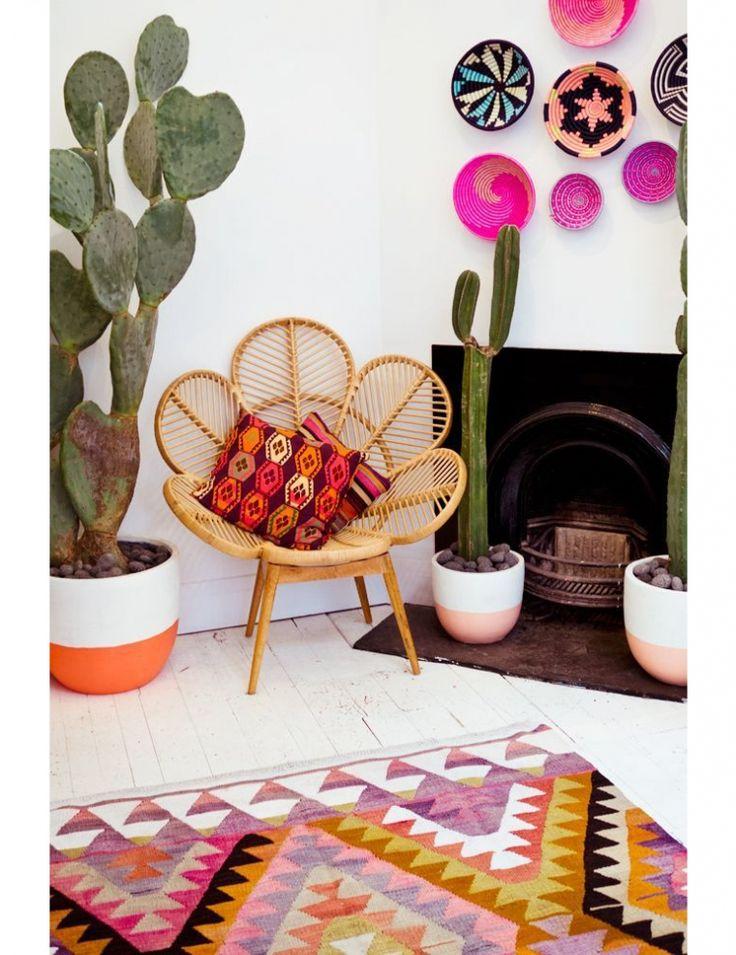 Wanderlust in huis 2015 woontrends -  tropische prints (palmbomen! flamingo's! En de ananas nog nét), kleurrijke kleden (kelims bijvoorbeeld), cactussen en varens