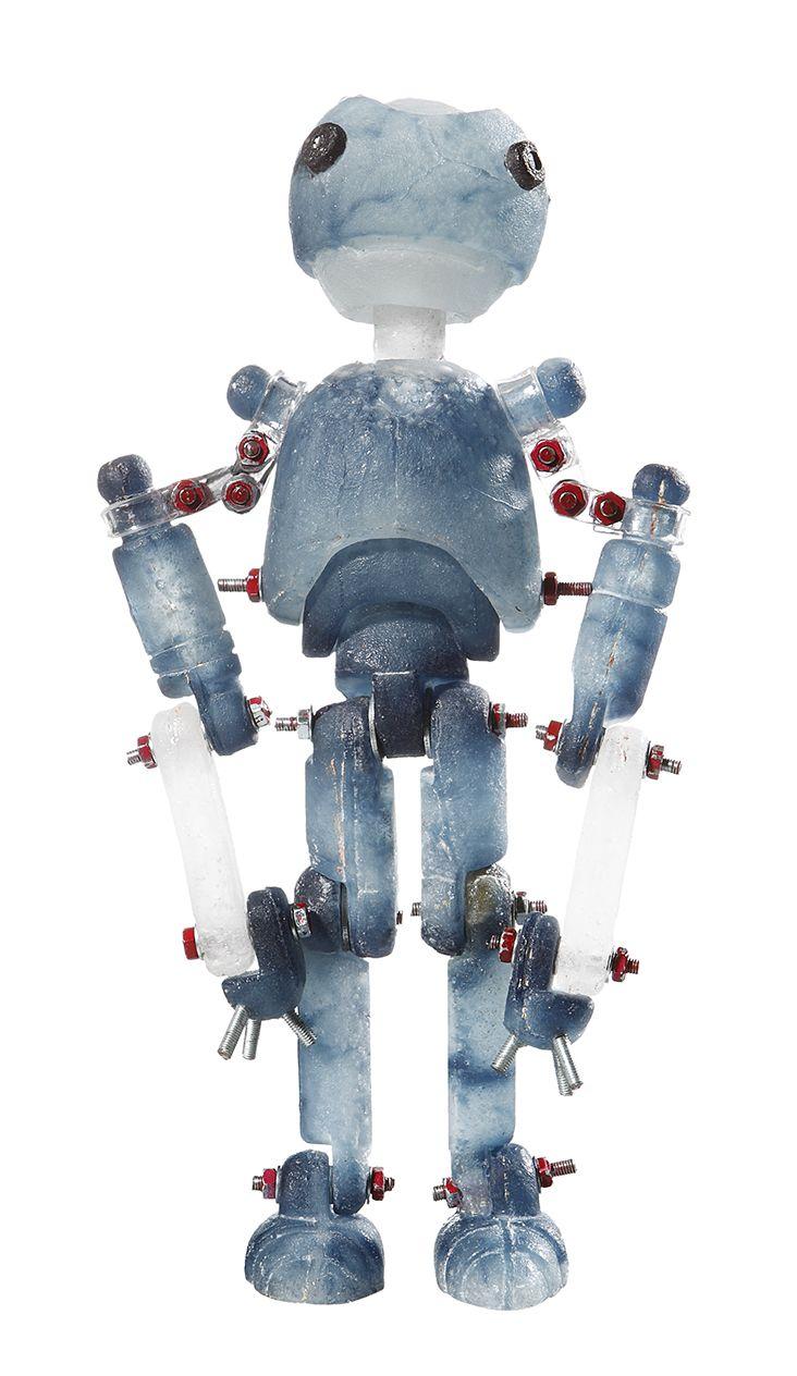 Budai Zsolt János: Robot from te future? glass tatuette, picture by Ágnes Tóth
