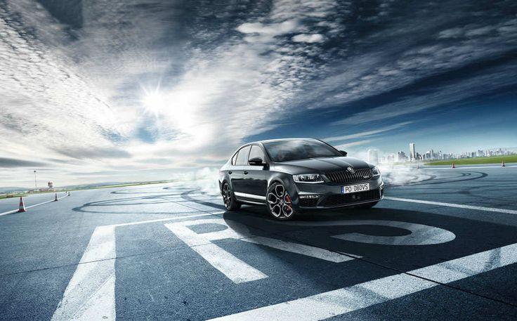 ŠKODA Octavia RS imponuje swoim drapieżnym wyglądem i ponadczasowym stylem. Z przodu dominuje nowy zderzak z wlotami powietrza, z siatką o strukturze plastra miodu. Tył samochodu zdobi czarny dyfuzor, wyraźnie podkreślone końcówki układu wydechowego i drapieżny spoiler. Całość uzupełniają masywne felgi aluminiowe, dostępne w czterech dedykowanych dla tego modelu wzorach.