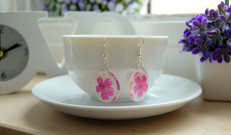 beautifu resin earring whit small purple flowers.  hand made!!!