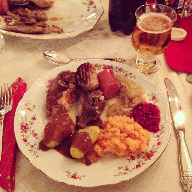 Nok en nydelige julemiddag servert til oss i dag #pinnekjøtt #lekker #middag #familie takk @leneza og @dagfinn_toven for en herlig kveld hos dere