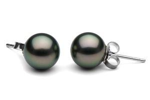 Tahitian Pearl Earring My favorite type of pearl... I would love a pair of 10mm round pearls