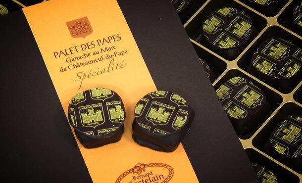 Le Palet des Papes de Châteauneuf du Pape    En savoir plus sur http://kissmychef.com/chaud-devant/leau-a-la-bouche/la-cerise-sur-le-gateau/gourmandises-provence-alpes-cote-dazur/10211#8i7tjzPKM7cTCrV8.99