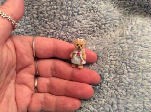 Miniature-handmade-MINI-TEDDY-BEAR-GIRL-ARTIST-ooak-DOLLHOUSE-DOLLS-HOUSE-1-12