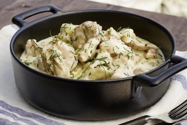 Lam i dillsaus à la Utstein - Retten lages på samme måte som lammefrikassé, men sausen får en frisk, karakteristisk smak av dill.