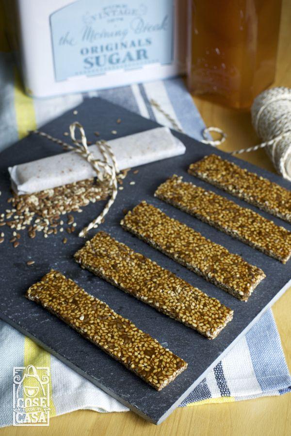 Barrette al miele con semi di sesamo e lino: le barrette