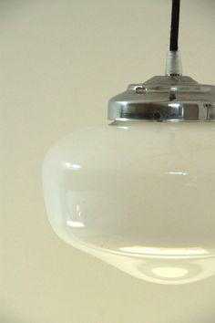 VINTAGE, petit lustre suspension ancien luminaire abat jour en verre opaline blanche... http://www.lanouvelleraffinerie.com/lustres-suspensions-vintage-seventis/801-vintage-petit-lustre-suspension-ancien-luminaire-abat-jour-en-verre-opaline-blanche.html